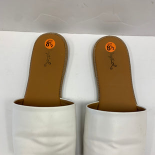 Primary Photo - BRAND: QUPID STYLE: SANDALS FLAT COLOR: WHITE SIZE: 8.5 SKU: 198-19888-20127