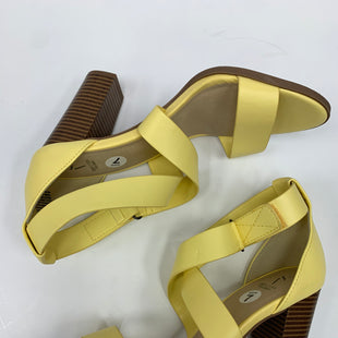 Primary Photo - BRAND: SIMPLY VERA STYLE: SANDALS LOW COLOR: YELLOW SIZE: 8 SKU: 198-19888-27969