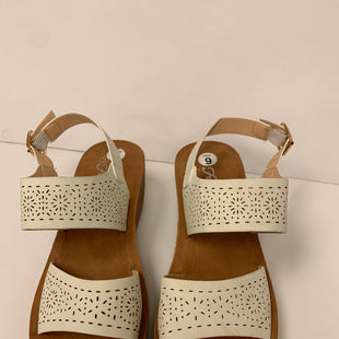 Primary Photo - BRAND: FOREVER STYLE: SANDALS LOW COLOR: WHITE SIZE: 9 OTHER INFO: NEW! SKU: 198-19888-31161