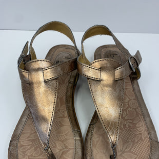Primary Photo - BRAND: BOC STYLE: SANDALS FLAT COLOR: METALLIC SIZE: 8 SKU: 198-19888-31759