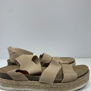 Primary Photo - BRAND:  CUSHIONAIRESTYLE: SANDALS FLAT COLOR: TAN SIZE: 9 OTHER INFO: CUSHIONAIRE - SKU: 198-19812-16214