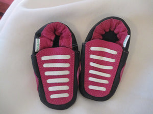 Age: 18-24 Months. Berry and Black with White Straight Laces. Sole: Black.
