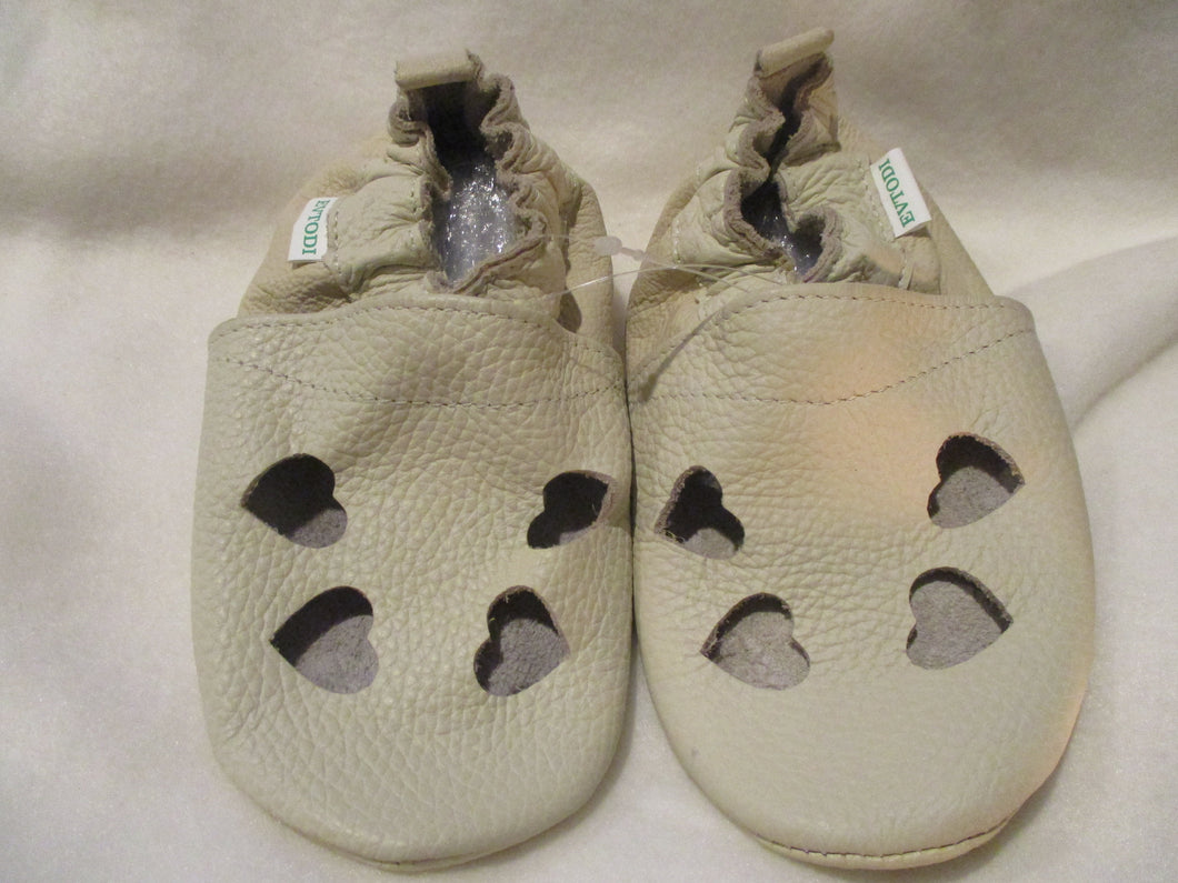 Age/Size: 3 Years. Top: Beige - hearts. Sole: Pearly Beige.
