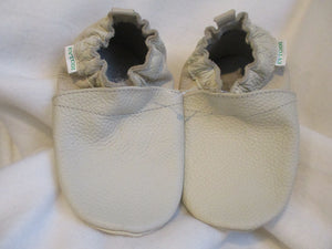 Age/Size: 4 Years. Top: Off White.  Pumpkin. Sole: Pearly Beige.