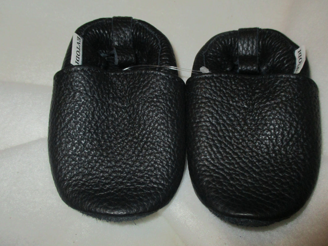 Age/Size:  12-18 Months. Top: Black. Sole: Black Suede.