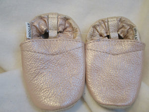Age/Size: 12-18 Months. Top: Pearly Antique Pink. Sole: Natural Beige.