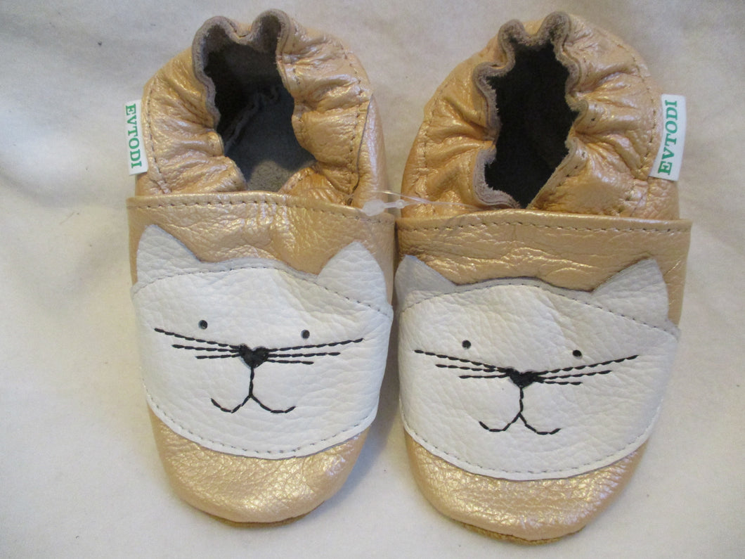 Age/Size: 18-24 Months. Top: Pearly Peach, White Cat. Sole: Pearly Light Brown.
