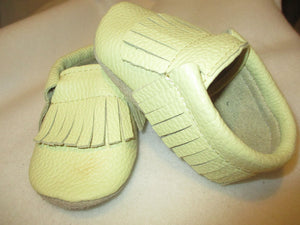 Age/Size: 2 years. Top: Soft Creamy Yellow Fringes.  Sole: Natural Suede.
