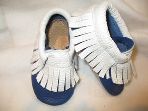 Age/Size: 2 years. Navy Shoes. Off White Fringes. Sole: Natural Suede.