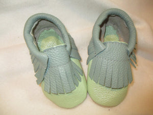 Age/Size: 2 years. Mint Green Shoes.  Jade Fringes. Sole: Natural Suede.