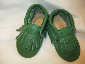 Age/Size: 2 years. Forest Green Shoes.  Forest Green Fringes. Sole: Natural Suede.
