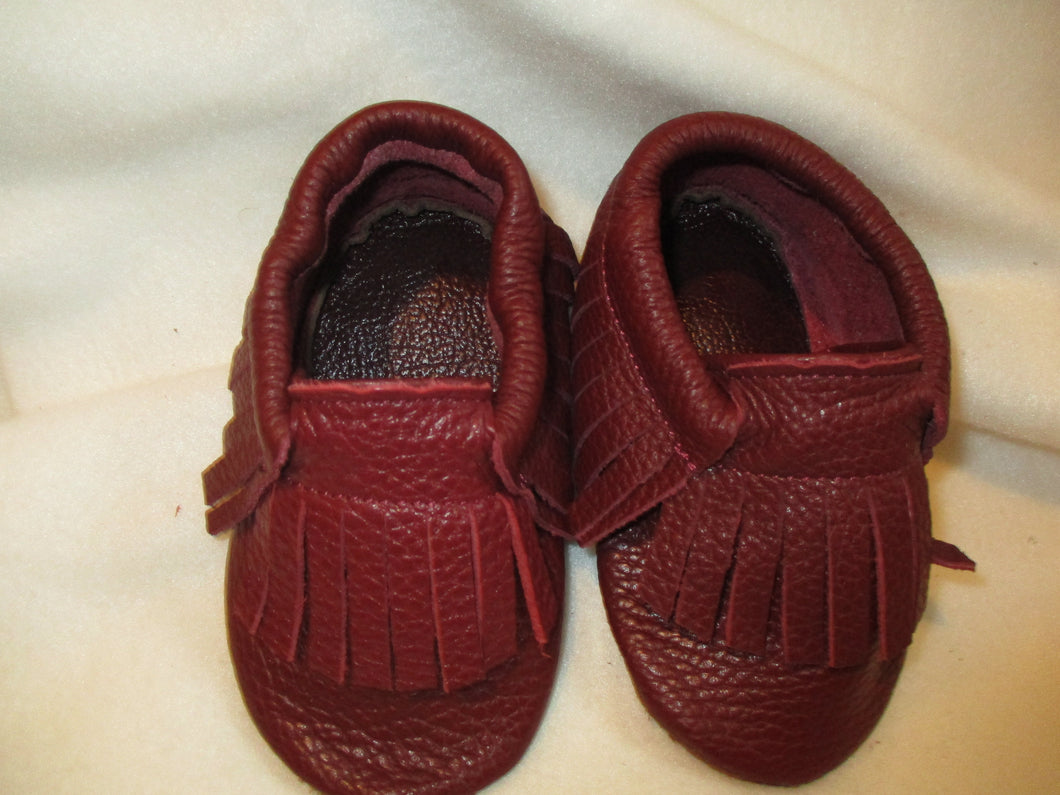 Age/Size: 2 years. Dark Beet Shoes/ Fringes. Sole: Beet Suede.