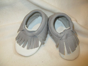 Age/Size: 2 years. White Shoes. Gray Fringes. Sole: Gray Suede.