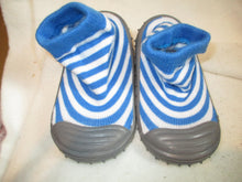 Load image into Gallery viewer, Age/Size: 18-24 Months. Top: Blue/White Knit Slipper Sock. Sole: Rubber.