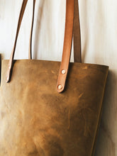 Load image into Gallery viewer, Leather Tote With Pocket