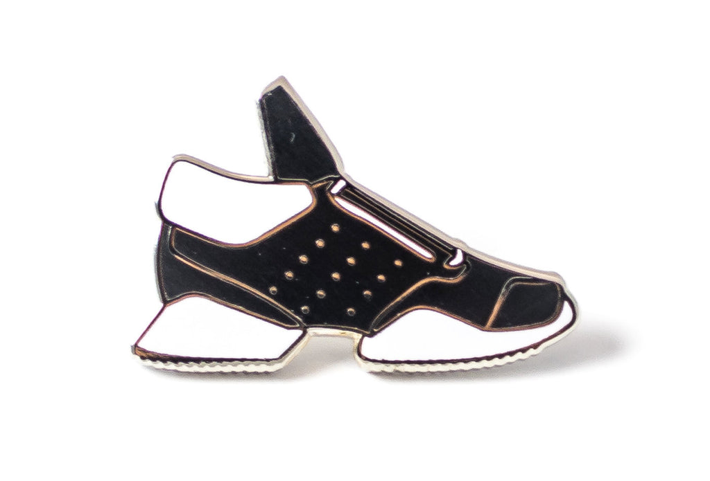 Runner Sneaker Pin - Black