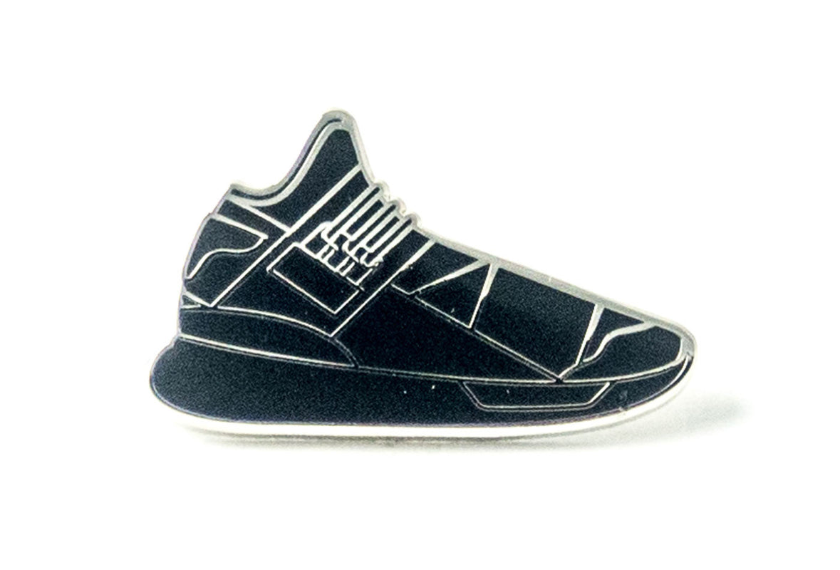 Qasa Sneaker Pin - Triple Black