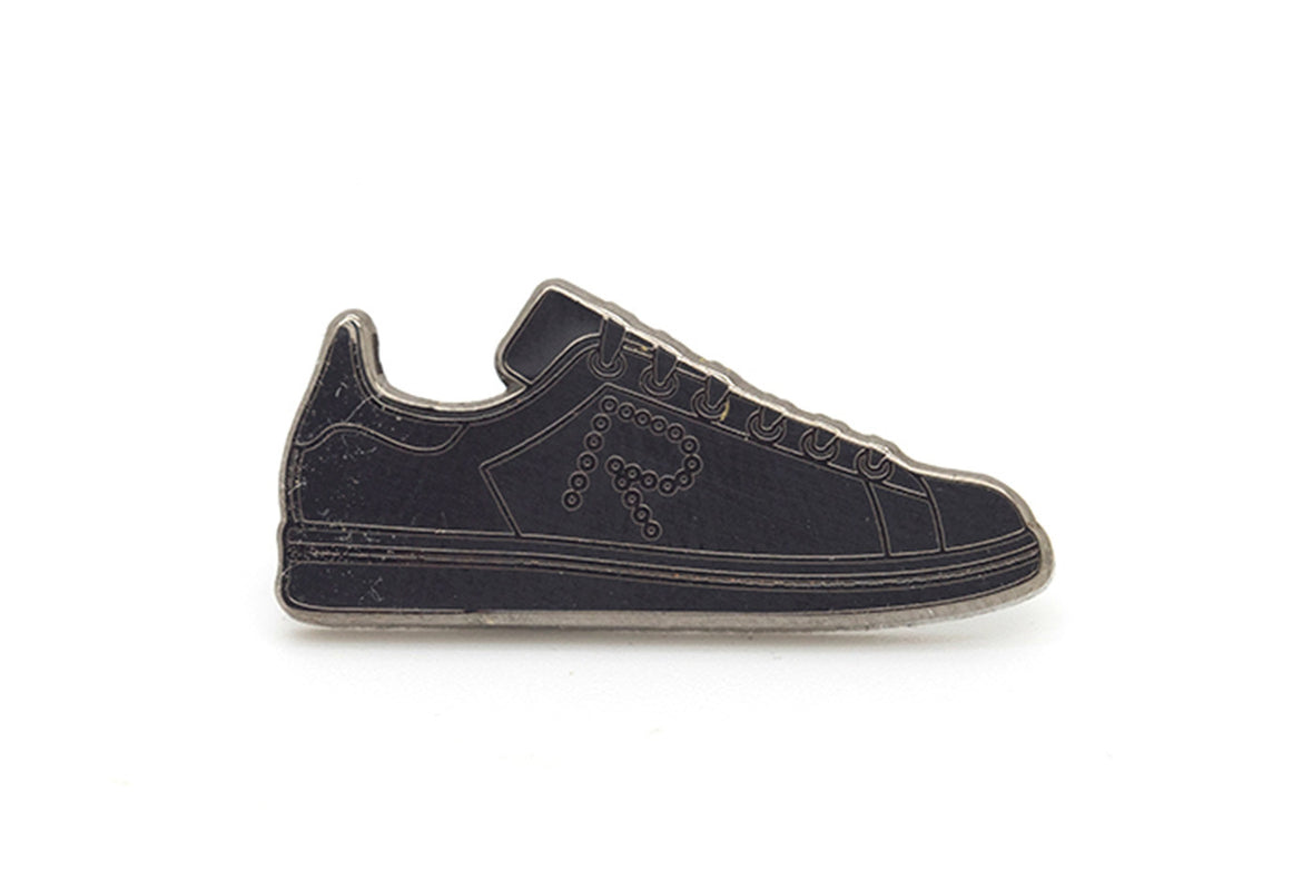 Stan Sneaker Pin - Black