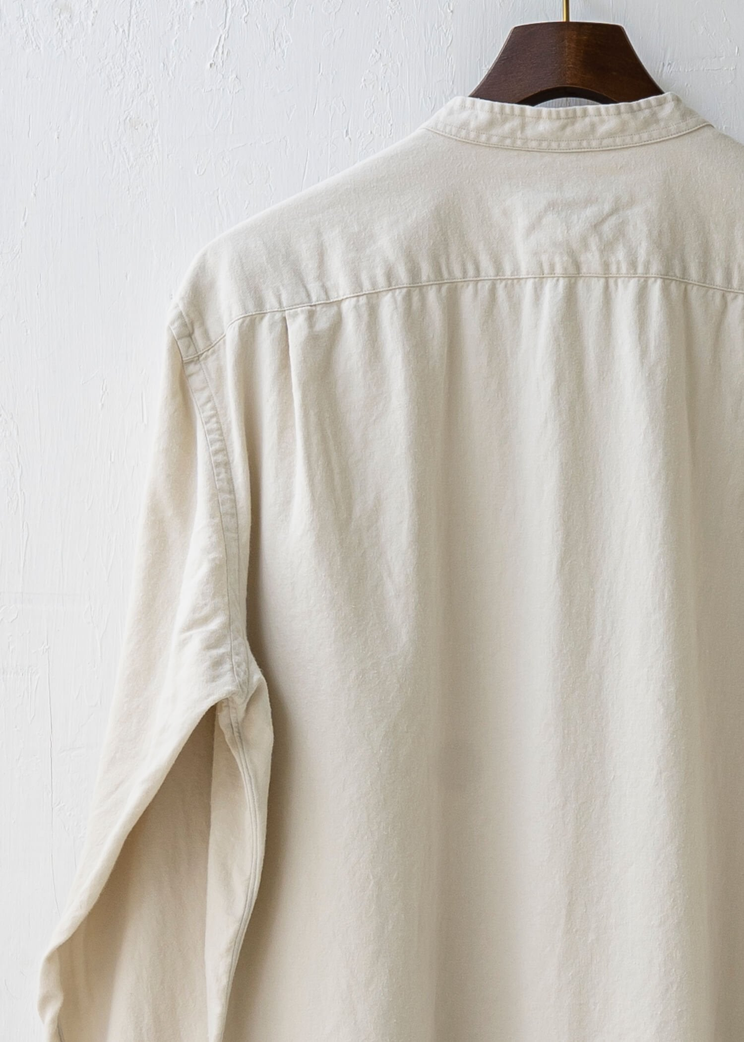 "ZIIIN / ""KOHBOU"" 硫化染  Brushed cotton Henry neck shirt / KINARI"