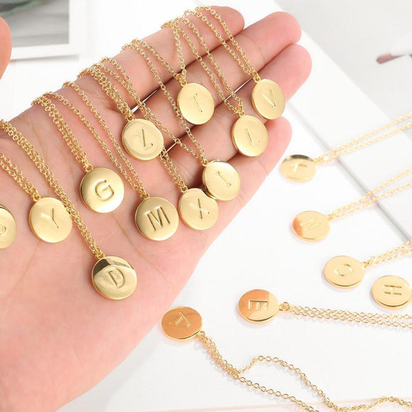 Smooth Disc Initial Necklace in 18K Gold