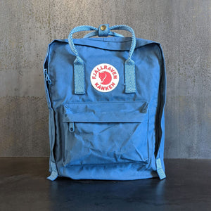 Front view of a blue Fjällräven Kånken backpack. Co-branding with Piper & Leaf is on the side