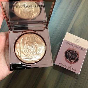 Iluminador Petal Metal Highlighter, Smashbox + Vlada