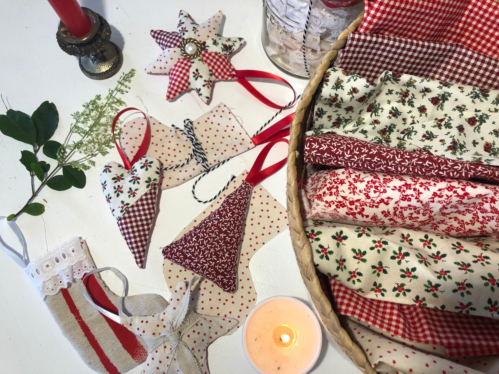 Budget Decorations to Sew for Christmas _materials and tools