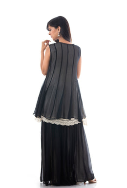 Kurti in Black color with Thread work.