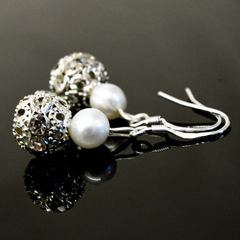 Judy Pearl Earrings