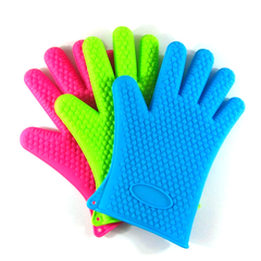 A Pair of Heat Resistant Silicone Gloves - BoardwalkBuy - 2