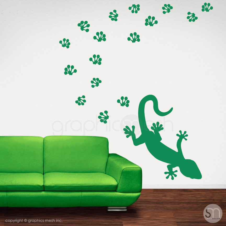 GECKO WITH PAW PRINTS - wall decals green