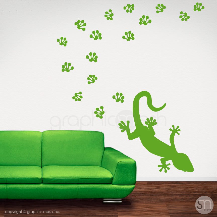 GECKO WITH PAW PRINTS - wall decals lime