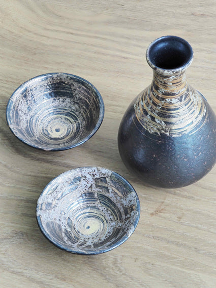 Sake Set in Gold-decorated ceramic