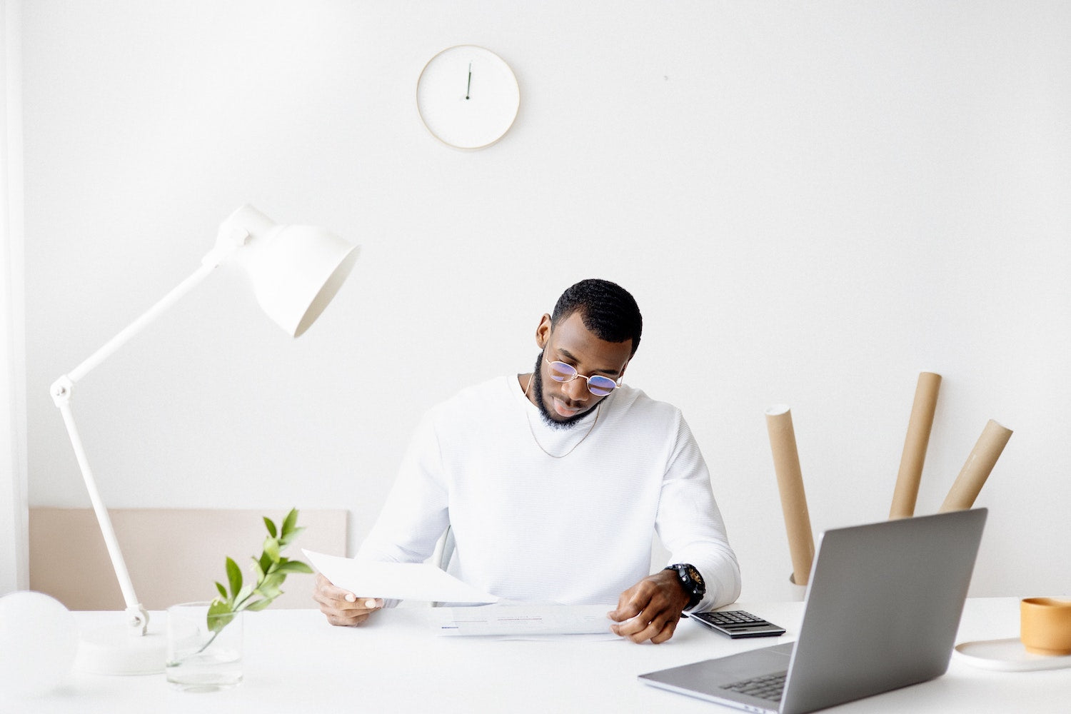 man using data to make business decisions