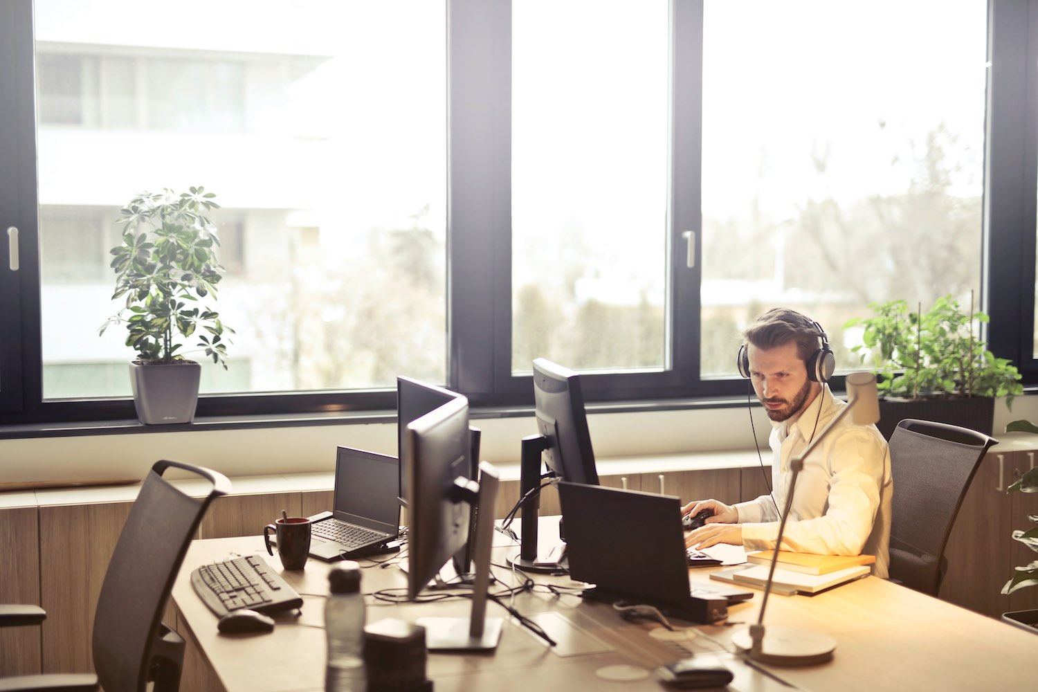 real estate prospecting - cold calling leads in an office