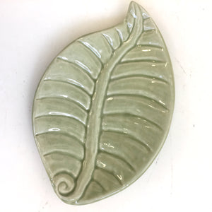 Porcelain Pottery: Leaf Dish in Green