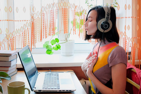 Women listening to a guided meditation on her headphones