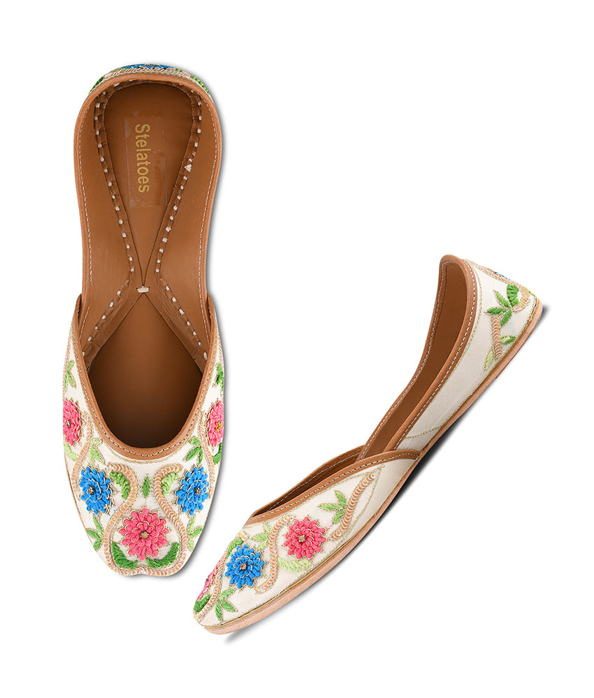 Women Cream Ethnic Mojari