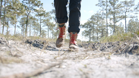 hiking with no tie shoelaces in boots