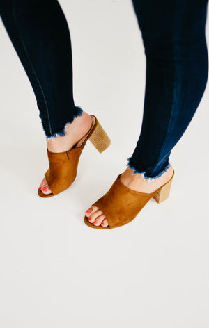 The Global Chunky Stacked Heel Mule - Tan