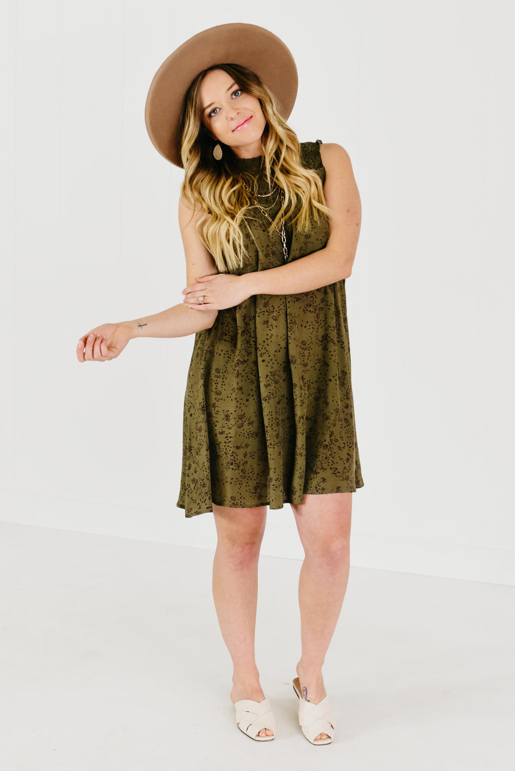 (MOD Exclusive) The Evy Floral Smock Dress - Olive