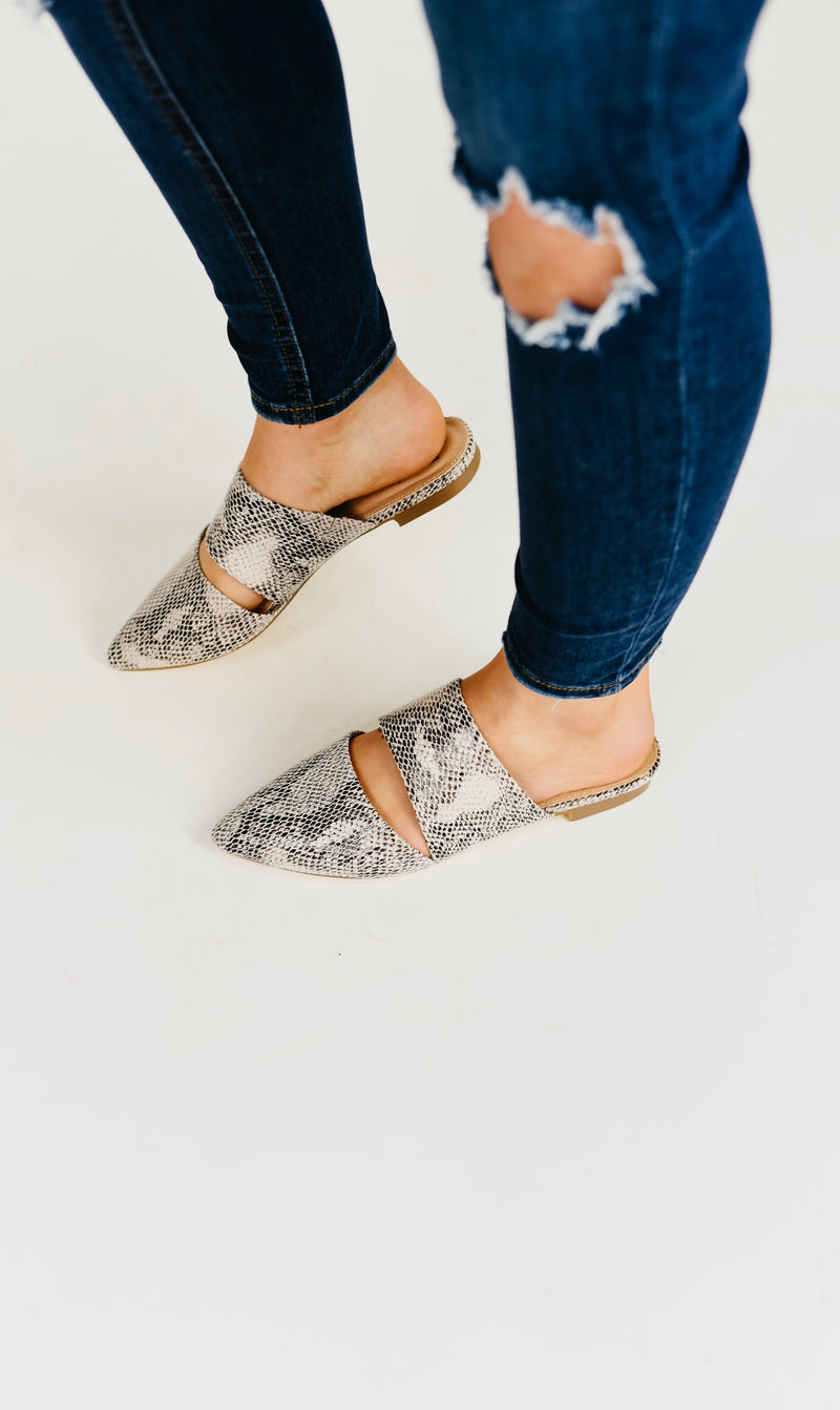 (RESTOCK) The Maisy Cutout Flat-Snake