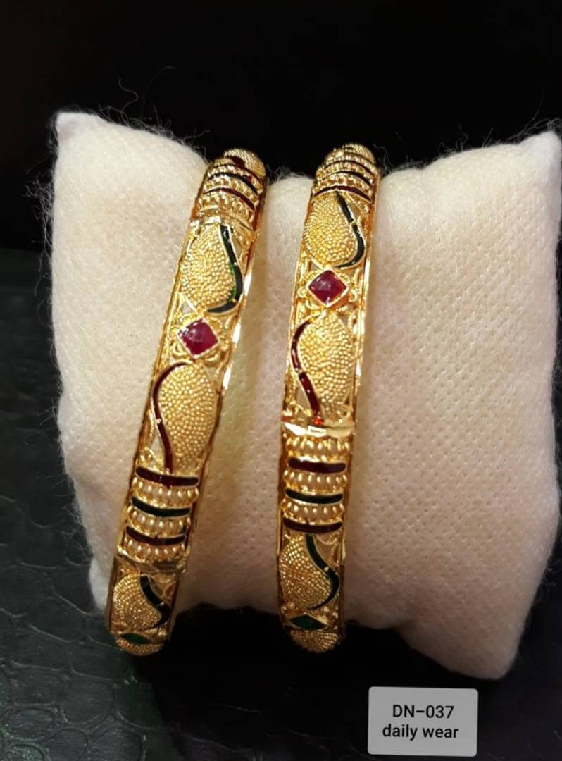 Traditional Jewellery Gold Pleated Bangles for Women's