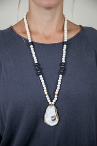 BLACK + WHITE SLIM OYSTER NECKLACE