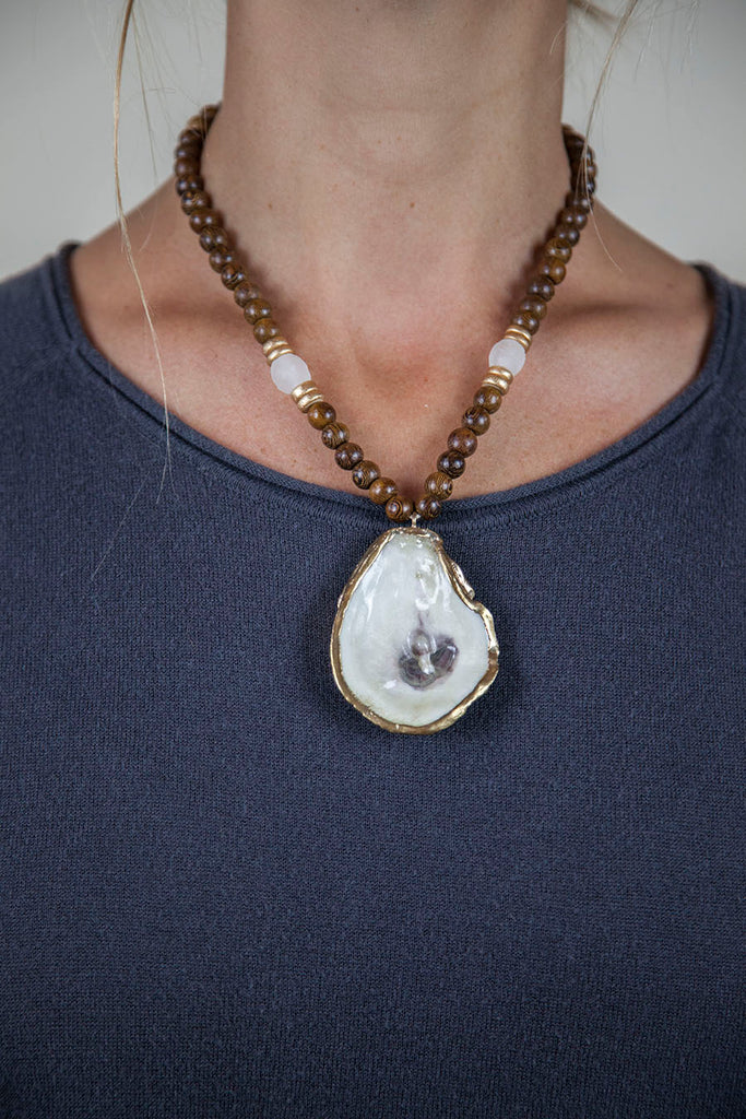 CLEAR + BROWN OYSTER NECKLACE