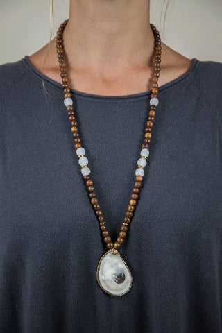 CLEAR + BROWN SLIM OYSTER NECKLACE
