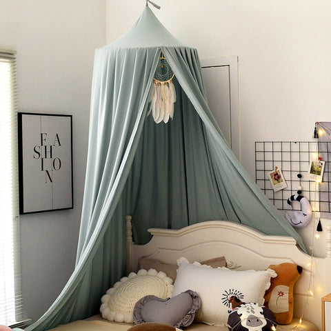 Dreamy bed canopy