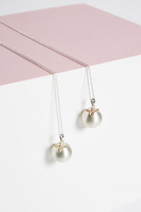 Hallmarked sterling silver mama-to-bee Mexican bola pregnancy necklace in 9ct gold and 9ct rose gold
