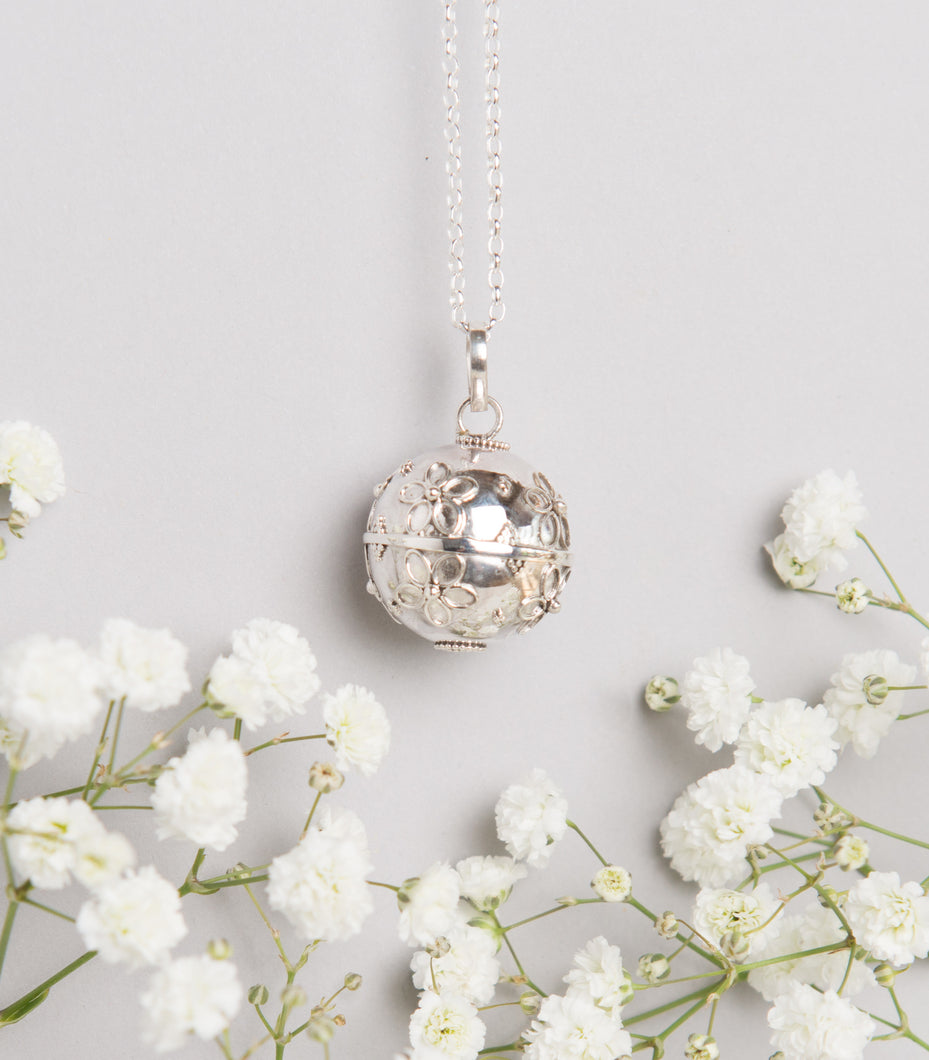 Pretty flower Mexican bola pregnancy necklace