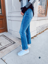 Load image into Gallery viewer, High Rise Crop Straight Jeans